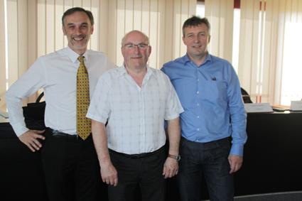 Olivier Pechamat (à gauche) est venu suivre les travaux de la Fredon Franche-Comté, présidée par Charles Schelle et dirigé par Alain Maire-Amiot