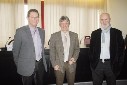 «Au centre, Jean Simondon a oeuvré pour le rapporchementavec la Bourgogne. Il est entouré par ses deux derniers présidents. Michel Renevier (à gauche) et André Thevenot.JPG