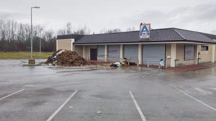 L'accés à l'Aldi de Saint-Loup-sur-Semouse bloqué.